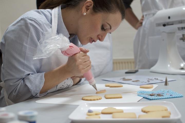 Stephanie Rinner beim Workshop Kurs Keks Verzieren bei Mein Keksdesign - ISARBLOG