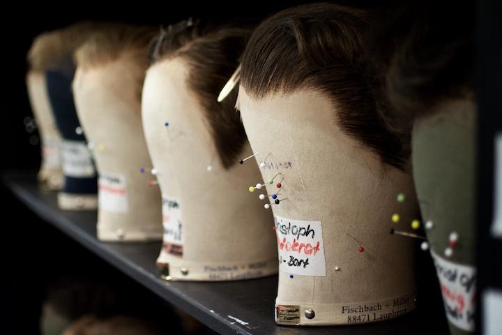 Perücken für die Darsteller des Musicals Elisabeth | Foto: Gerhard Bauer