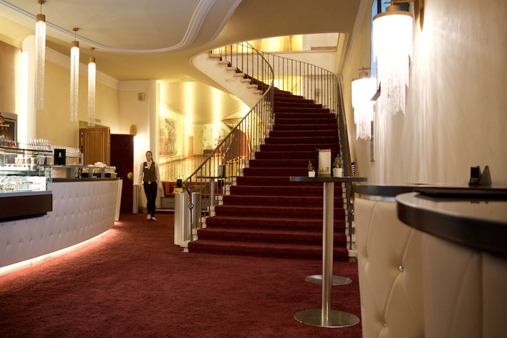 Das Foyer im Gloria Filmpalast am Stachus | Foto: ISARBLOG