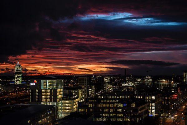 24 Stunden Bayern - Abendhimmel über München   Foto: Bayerischer Rundfunk