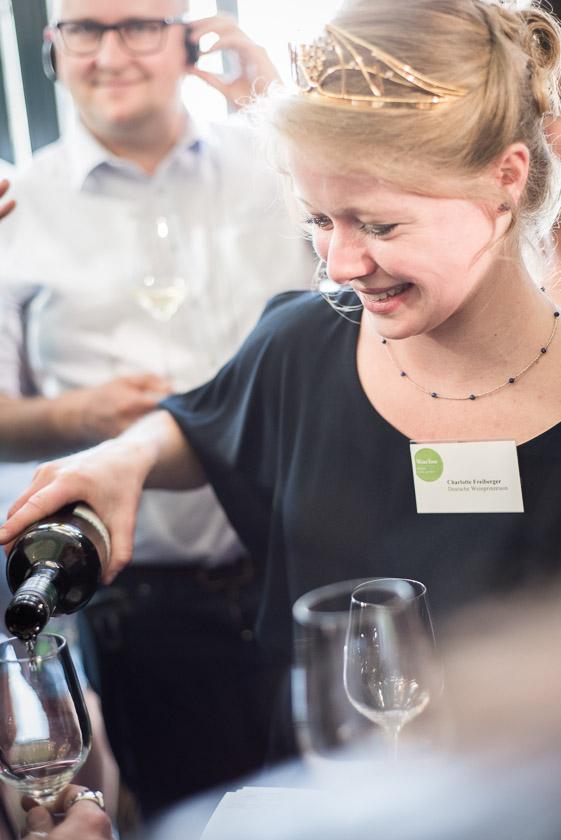 Weinprinzessin Charlotte Freiberger weintour münchen wein weinwandern deutscher wein - ISARBLOG