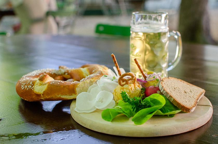 Biergarten München Brotzeit Bier Radi Radler Obazda