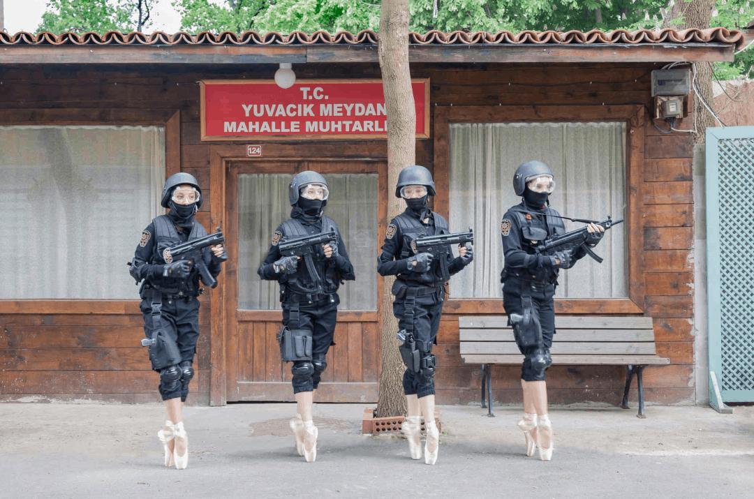 KINO DER KUNST: Halil Altındere - Ballerinas and Police / 2017